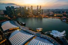 Singapur-Skyline bei Marina Bay von der Vogelperspektive lizenzfreies stockbild