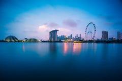 Singapur-Skyline bei Sonnenuntergang in Singapur-Stadt lizenzfreie stockbilder