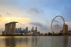 Singapur-Skyline bei Sonnenuntergang in Singapur-Stadt stockfotos