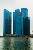 Singapur-Skyline des Geschäftsgebiets und der Marina Bays Lizenzfreie Stockfotos