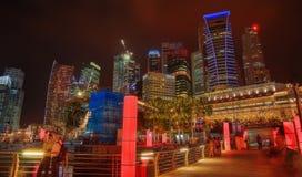 Singapur-Skyline nachts stockfotografie