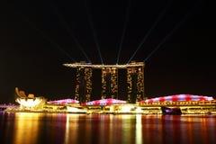 Singapur-Skyline nachts Stockbilder
