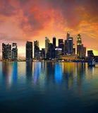 Singapur-Skyline am Sonnenuntergang Lizenzfreies Stockbild