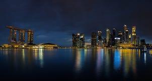 Singapur-Skyline am Sonnenuntergang Stockfoto