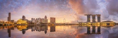 Singapur-Skyline und Ansicht von Marina Bay lizenzfreie stockfotos