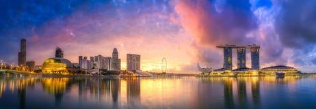 Singapur-Skyline und Ansicht von Marina Bay stockfotos