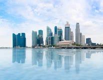 Singapur-Skyline und Marina Bay am Tag lizenzfreie stockfotografie