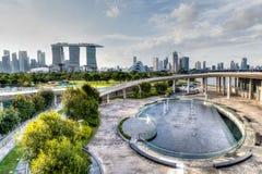 Singapur-Skyline von Marina Barrage lizenzfreie stockfotos