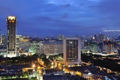 Singapur-Stadt an der blauen Stunde lizenzfreie stockfotos