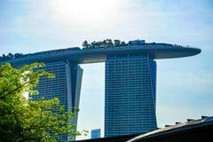 Singapur-Stadtbild am Dämmerungs- und Geschäftsgebäude um Jachthafenbucht stockfotografie