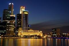 Singapur-Stadtbild nachts, Singapur - 30. Juli 2011 Stockbilder