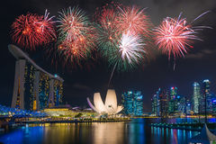 Singapur-Stadtskyline nachts mit schönem Nachtlicht mit stockfotos