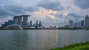Singapur-Stadtskylineansicht von Marina Barrage-Tag zu Nachtzeitversehen in Singapur-Stadt stock video