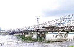 Singapur, 2016 Styczeń 14: Krajobraz Marina zatoki palmy i most Obrazy Stock