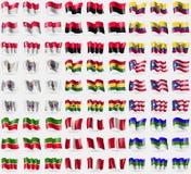 Singapur, UPA, Ecuador, St Barthelemy, Ghana, Puerto Rico, Tartaristán, Perú, Komi Sistema grande de 81 banderas Imagen de archivo
