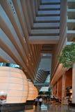 Singapur Visión dentro del pasillo moderno Marina Bay Sands, uno del hotel de la arquitectura de los hoteles más lujosos del mund foto de archivo libre de regalías