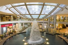 SINGAPUR, wśrodku centrum handlowego/ fotografia stock