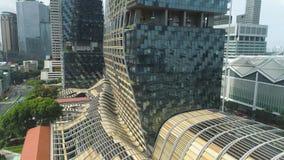 Singapur - 25 2018 Wrzesień: Zamyka w górę widoku dla pionowo lasowego budynku w centrum miasto, natury oszczędzanie zdjęcie wideo