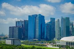 SINGAPURA, SINGAPURA - 1º DE FEVEREIRO DE 2018: Uma ideia da parte superior da central de DBS Ásia em Marina Bay Financial Centre Imagem de Stock