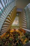SINGAPURA, SINGAPURA - 31 DE JANEIRO DE 2018: Bonito acima da vista da entrada luxuoso interior de Marina Bay Sands Hotel dentro Imagens de Stock