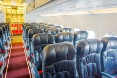 SINGAPURA, SINGAPURA - 30 DE JANEIRO DE 2018: Feche acima dos assentos dos confortables dentro da linha aérea de Singapura Fotografia de Stock