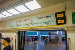 SINGAPURA, SINGAPURA - 30 DE JANEIRO DE 2018: A ideia interna do sinal informativo do trem para a vista do interior do Rapid maci Imagem de Stock