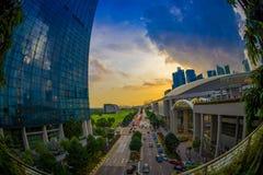 SINGAPURA, SINGAPURA - 30 DE JANEIRO DE 2018: Paisagem bonita de Marina Bay Sands Ressort em um por do sol, os mundos mais Imagem de Stock