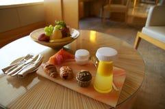SINGAPURA - 23 de julho de 2016: Bebida e frutos bem-vindos do tratamento em um hotel de luxo em 3Sudeste Asiático Fotos de Stock