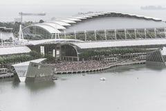 SINGAPURA - 18 de julho de 2015: muitos povos em Marina Bay que espera a Fotografia de Stock