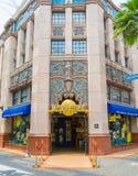 SINGAPURA - 20 DE JULHO: Turistas e visitantes do parque temático que tomam o PIC Foto de Stock Royalty Free