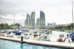 SINGAPURA - 22 de novembro de 2014: Porto na baía de Keppel Porto em Keppel imagem de stock