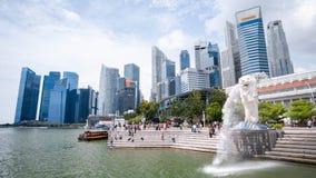 Singapura 21 de setembro de 2018, são turista vêm ao parque de Merlion para a tomada uma foto e um marco do registro fotos de stock
