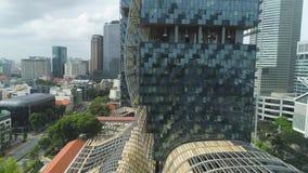 Singapura - 25 de setembro de 2018: Vista ascendente próxima para a floresta vertical que constrói no centro da cidade, economia  video estoque