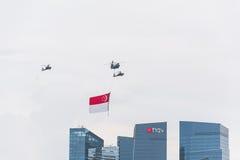 Singapura julho, 18 2015: mosca do helicóptero no céu para o quinquagésimo ann Imagem de Stock Royalty Free
