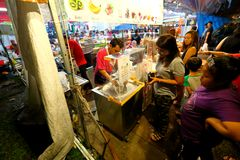 Singapura: Mercado Pasar Malam da noite Foto de Stock