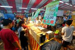 Singapura: Mercado Pasar Malam da noite Imagens de Stock Royalty Free