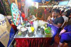 Singapura: Mercado Pasar Malam da noite Fotografia de Stock Royalty Free