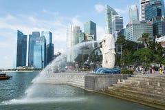 SINGAPURA, O 16 DE JULHO DE 2015: Vista da estátua de Merilon em Marina Bay mim Imagem de Stock Royalty Free