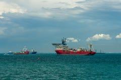 Singapura, o 25 de maio de 2018: Navio da camada do cabo Foto de Stock