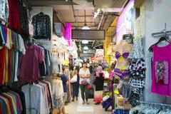 SINGAPURA, O 12 DE OUTUBRO DE 2015: o shopping da rua dos bugis é um PNF Imagem de Stock