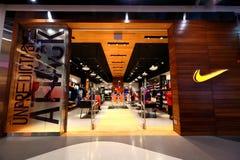 Singapura: Tomada do boutique do retalho de Nike imagens de stock royalty free