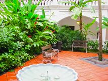Singapure - 24 de diciembre de 2008: Interior del hotel de las rifas en Singapur Abierto en 1899, fue nombrado después de Singapu Imagenes de archivo