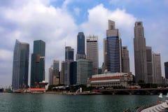 Singapure Skyline genommen vom Fluss Stockfotos