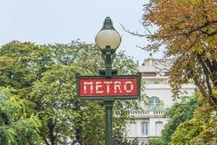 Singboard parisiense da estação de metro imagem de stock