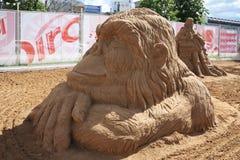 Singe de sculpture en sable la nuit blancs festival Images libres de droits