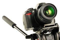 Singel-Lens reflexkamera på tripoden som isoleras på vit Royaltyfri Fotografi