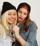 Singende Mädchen Stockfoto