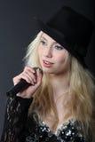 Singendes blondes Mädchen Stockfotografie