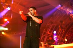 Free Singer Songwriter Drake Live In Concert On Stage With Backing Band Stock Photography - 202352802
