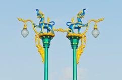 Singh é o leão do conto de fadas tailandês no céu azul Fotos de Stock Royalty Free